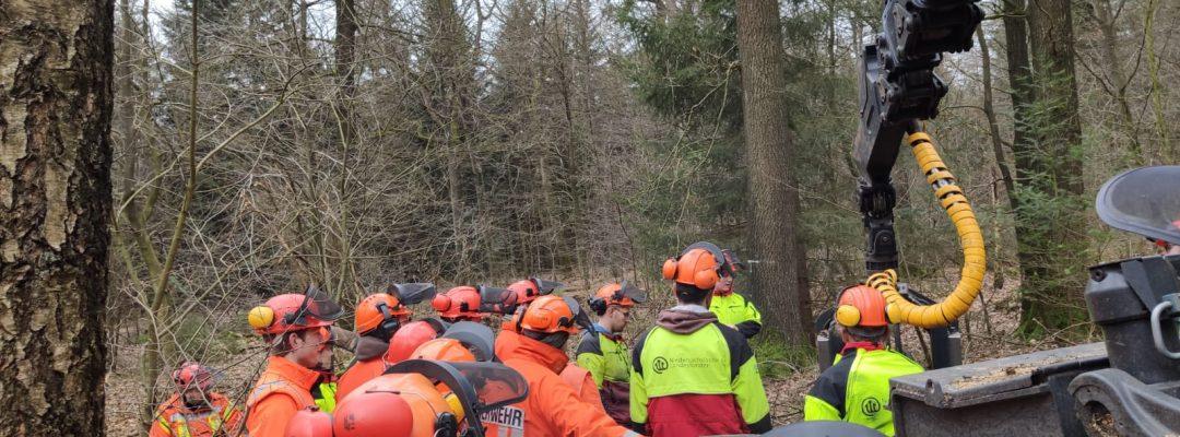 Forstamt schult Feuerwehr