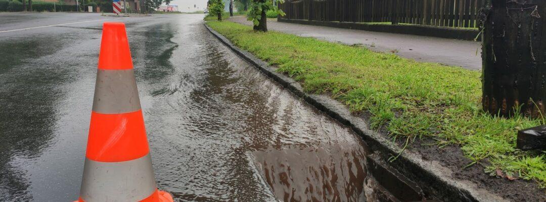 Überflutete Straßen nach Gewitter